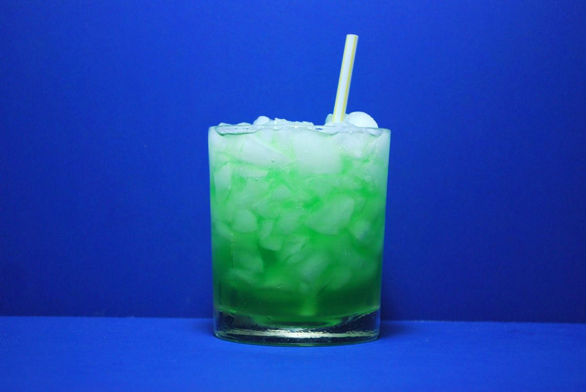 Image gallery neon green alcoholic drink for Green alcoholic drinks recipes