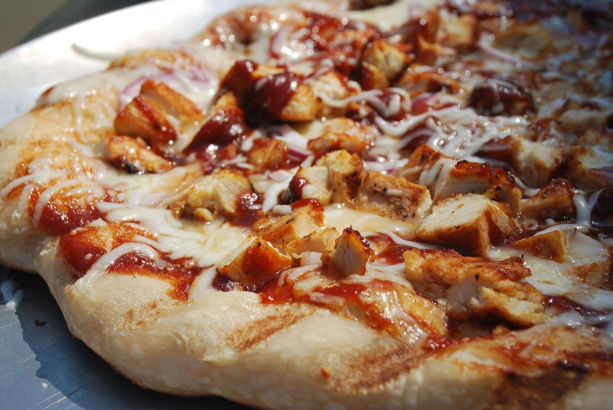 Grilled BBQ Chicken Pizza - SavoryReviews