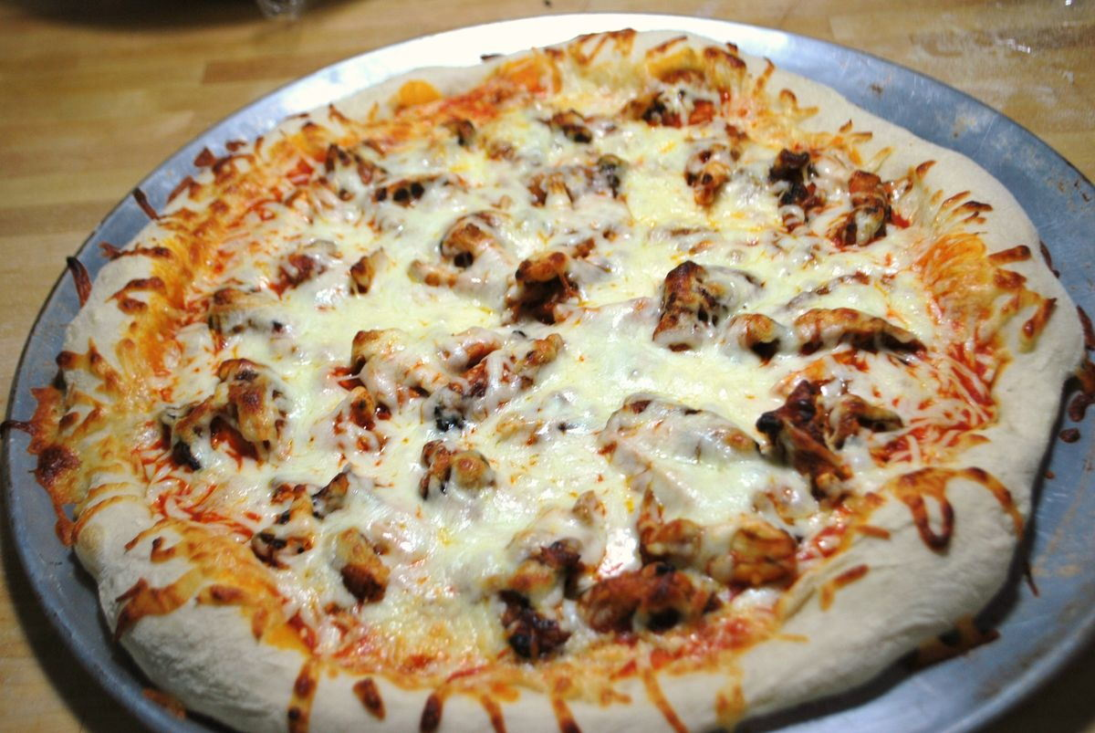 Football Food - Buffalo Chicken Pizza - SavoryReviews