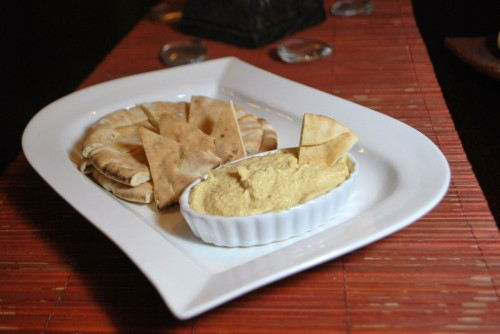 Roasted Garlic Hummus with Pitas
