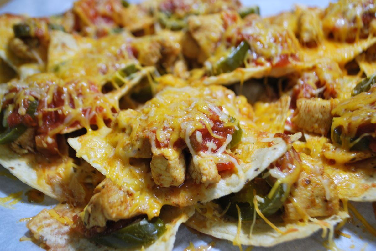 Chicken Nachos - SavoryReviews