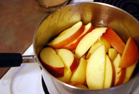 Slice the Apples and place into a pan with the apple juice