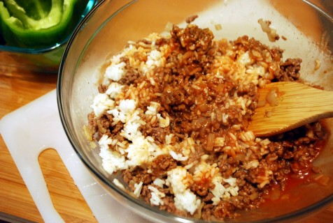Mix the rice, beef and seasonings together