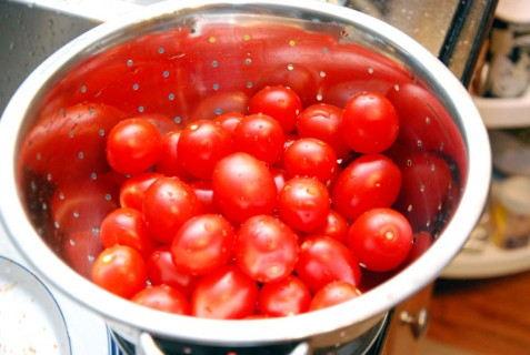 Wash the tomatoes
