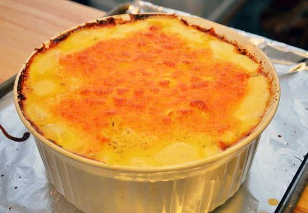 Cheddar Cheese Scalloped Potatoes and Ham